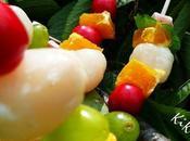 brochettes fruits raisins, litchis, cerises, oranges chamallows