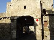 marques tailleurs pierre trompe porte Notre-Dame Pernes-les-Fontaines (84)