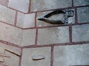 Outils instruments sculptés l'église Saint-Arnoult (Loir-et-Cher)