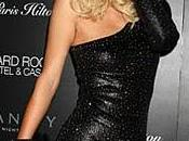 Paris Hilton vous offre nouvelle poitrine