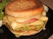 Burger muffin guacamole, bacon, maïs gouda