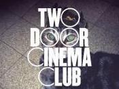 Door Cinema Club dose Tourist History pour sourire