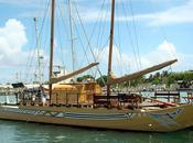 Tahiti entourée d'eau