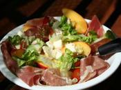 Salade tomate, mozzarella, pêche jambon Parme