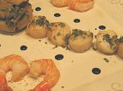 Noix Jacques, crevettes, artichauts garnis