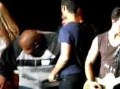 Nick Jonas Agressé deux fans plein concert (vidéo)