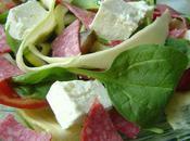Salade epinard-courgette, feta salami