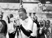 photographe hante banlieues, favelas, villages monde entier