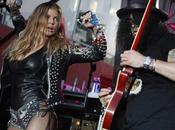 "Fergie lâche dans clip Slash ""Beautiful Dangerous"""