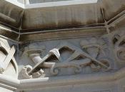 emblème avec l'équerre compas entrecroisés maison sculpteur Pietro Canonica Venise (Italie)