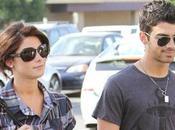 Jonas sort quand fiancée Ashley Greene occupée