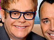 Elton John présente bébé (PHOTO)