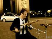Arthur ramasse cause Tomer Sisley (video)