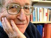 stratégies manipulation Noam Chomsky