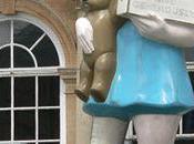 """Charity"", Damien Hirst: symbole monumental l'injustice sociale"