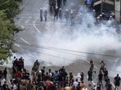 Révoltes émeutes Dakar Athènes, c'est comme s'rassemble!