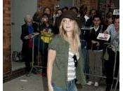 Drew Barrymore remet couvert