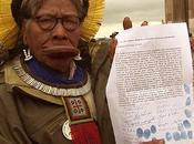 Soutien Raoni pour préserver l'Amazonie barrage Belo Monte