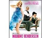 Henderson presents (Mme présente)