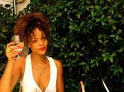 Rihanna poste photos vacances facebook