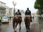 Insolite Police Nationale patrouille cheval dans Noisy-le-Sec
