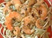Crevettes sautées, servies linguine herbes