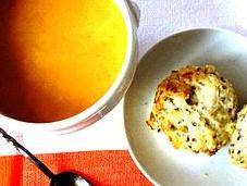 Crème carottes orange-cumin Scones fromage raclette