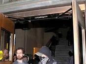 [Mondialisation Indignés] Scènes guerre civile Etats-Unis Occupy Oakland envahit l'hôtel ville brûle drapeau américain WikiStrike.com