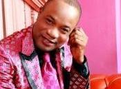 Koffi Olomide fuite Kinshasa cause combattants