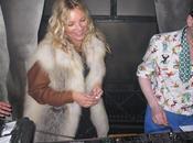 Kate Moss pour dans salon