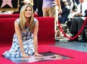 Jennifer Anniston étoile plus Hlwood bld!