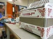 dernière usine française d'accordéons reste Tulle