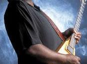 bluesman Michael Burks s'effondre peut être ranimé l'aéroport d'Atlanta, 2012