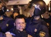"""Police Déloge Quelques Centaines """"D'indignés"""" Madrid"""