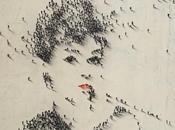 portraits emportés foule