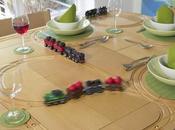 table avec circuit petits trains intégré