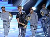 Justin Bieber offre show futuriste spéctaculaire Teen Choice Awards 2012