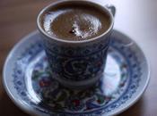 cafés diseuses bonne aventure dans partie moderne d'Istanbul