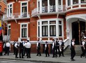 Julian Assange parle balcon l'ambassade l'Équateur...