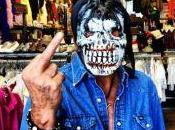 Johnny Hallyday fait doigt d'honneur presse people