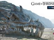 Game Thrones crane Dragon géant installé plage