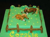 Gâteau chevaux dans prairie. cheval