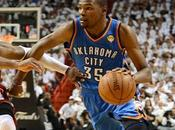 Kevin Durant tacle Dwyane Wade