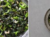 Petite salade improvisée algues wakamé, piment doux graines tournesol