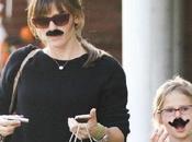 C'est novembre alors laisse pousser moustache filles