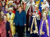 Angela Merkel apparaît béquilles après accident