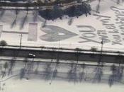 amour, réalise message gigantesque dans neige
