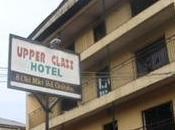 têtes humaines rôties menu d'un restaurant nigérien