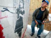 tente voler Banksy avec marteau piqueur