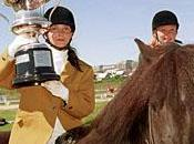 Landsmot hestamanna galop avec cheval islandais